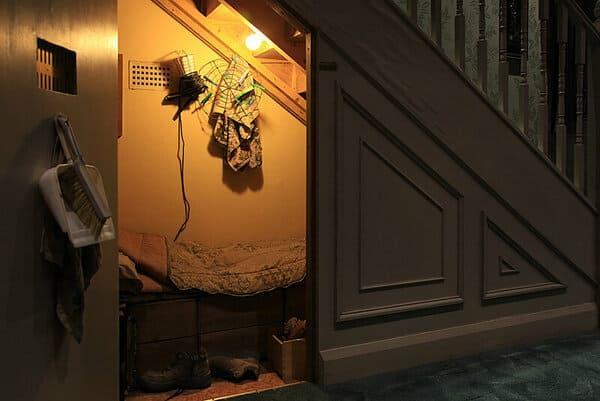 спальня под лестницей